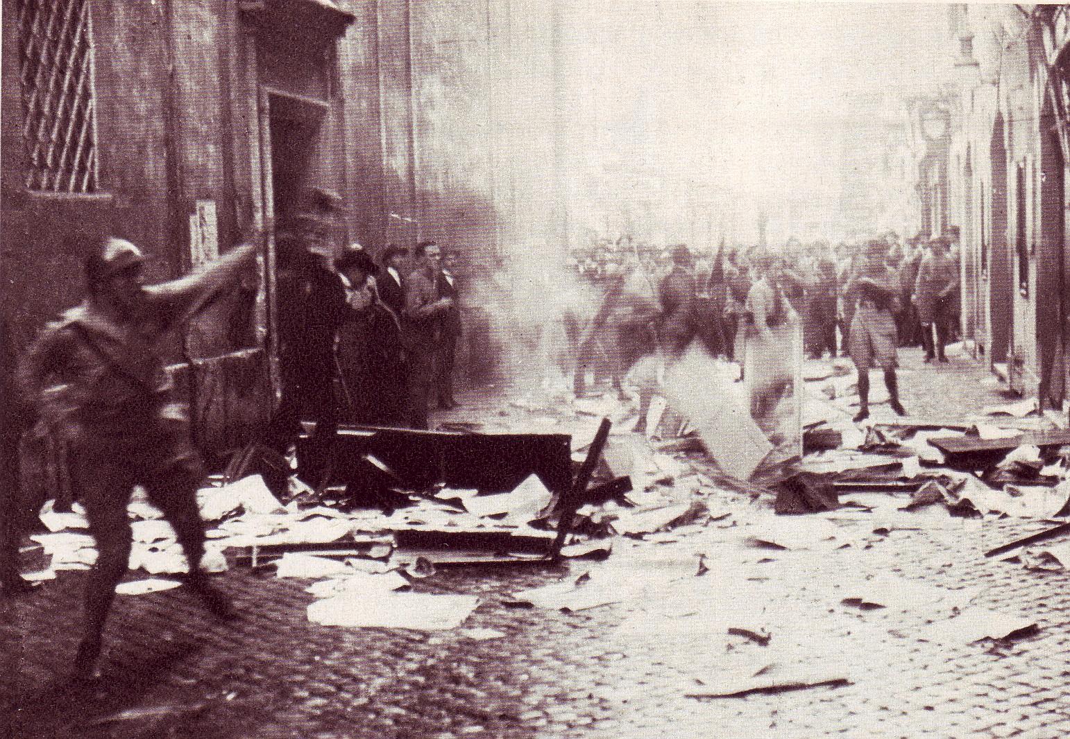 Storia dello sciopero. Biennio Nero: i fascisti devastano una sede della Confederazione generale del lavoro a Roma. Foto via Wikimedia Commons