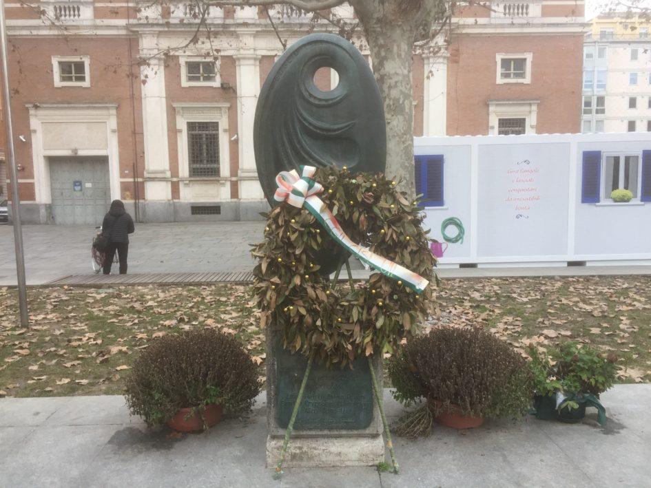 Monumento che ricorda i cinque manifestanti uccisi a Reggio Emilia il 7 luglio 1960 - morti di Reggio Emilia