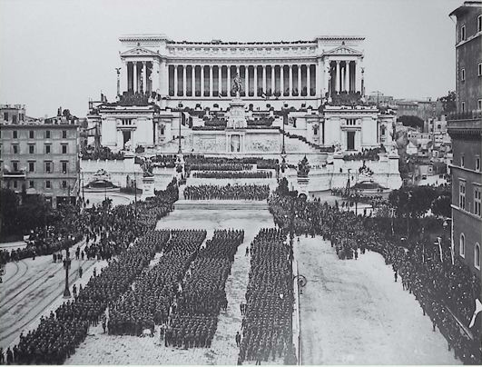 """La tumulazione della salma del """"Milite Ignoto"""", avvenuta il 4 novembre 1921"""