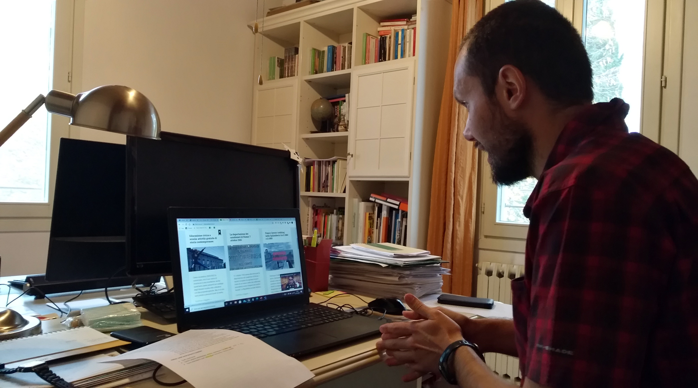 Daniel Degli Esposti durante il suo intervento al laboratorio in Digital History.