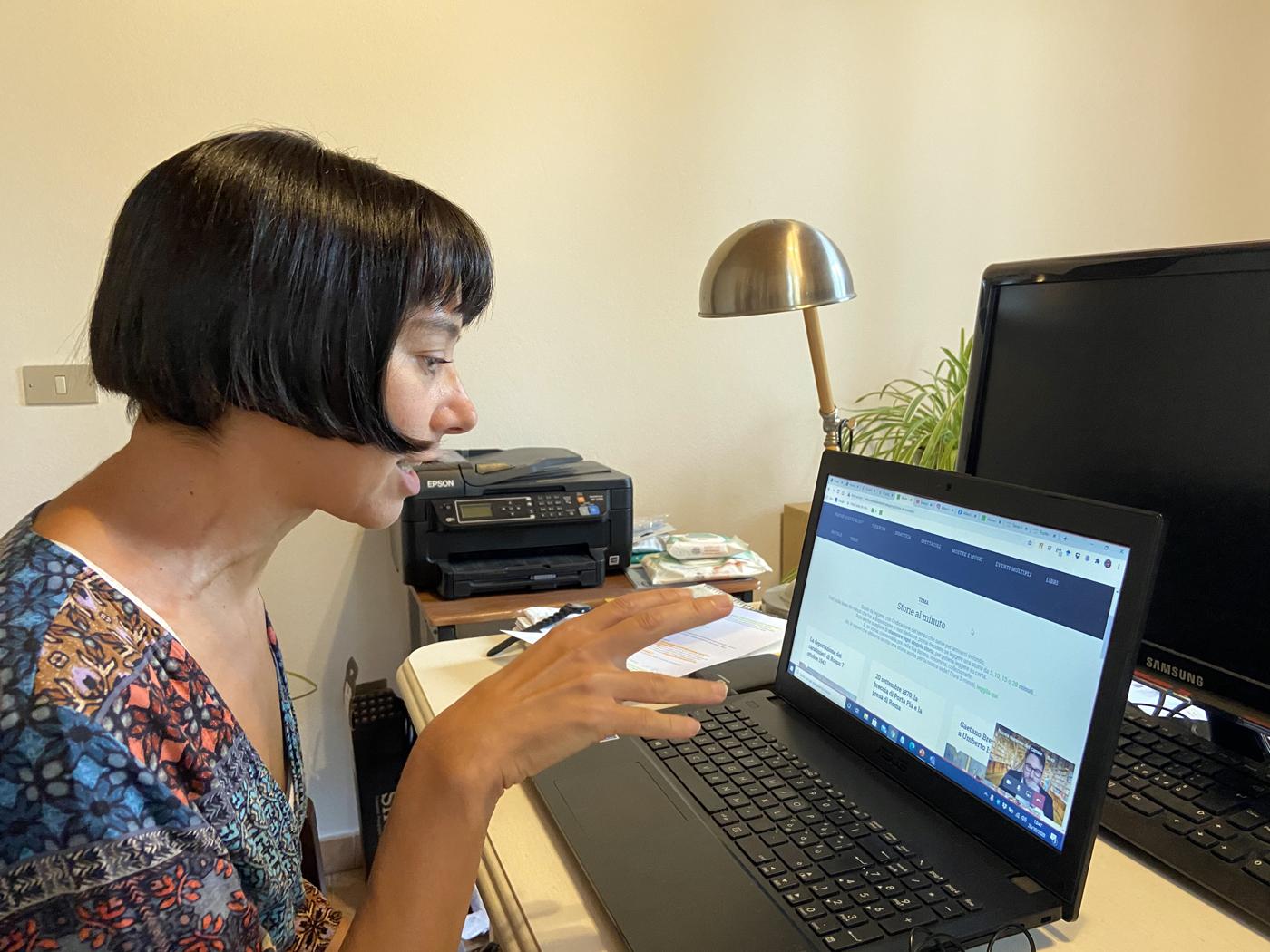 Paola Gemelli nel corso dell'intervento al laboratorio in Digital History.