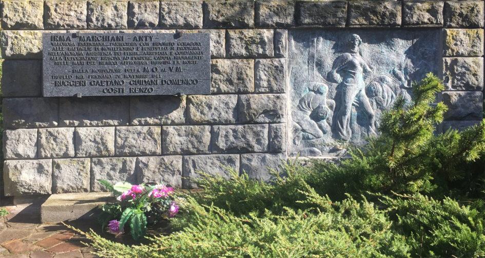 Il monumento dedicato a Irma Marchiani all'ingresso del Parco ducale di Pavullo nel Frignano