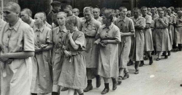 Donne prigioniere nel campo di Birkenau - Da San Cesario ad Auschwitz