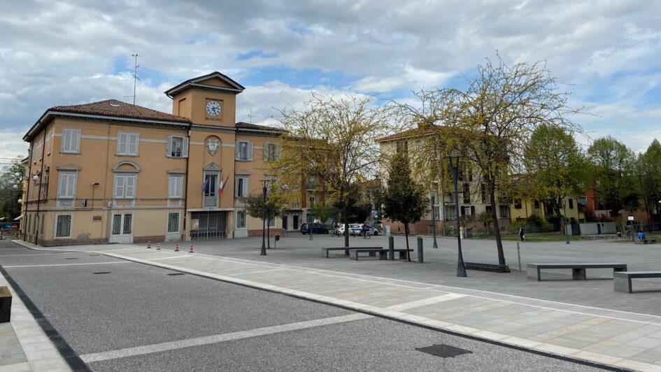 """Via Vittorio Veneto e piazza Ciro Menotti (luogo di partenza del trekking storico """"Donne coraggiose"""")"""