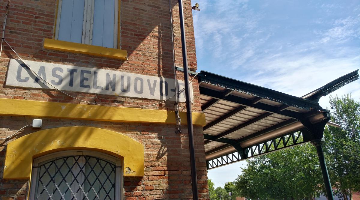 L'ex stazione di Castelnuovo Rangone, dove imboccheremo la ciclabile per raccontare il dopoguerra
