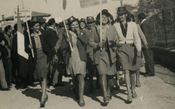 Donne della provincia di Modena in una manifestazione dell'immediato dopoguerra. Castelnuovo Rangone nel dopoguerra